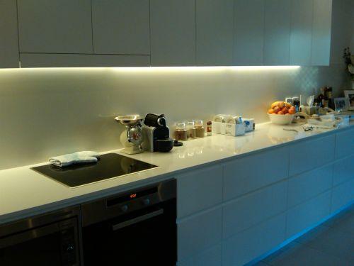 Více světla na přípravu jídla. Osvětlení pod kuchyňskou linku ... e17c950d35
